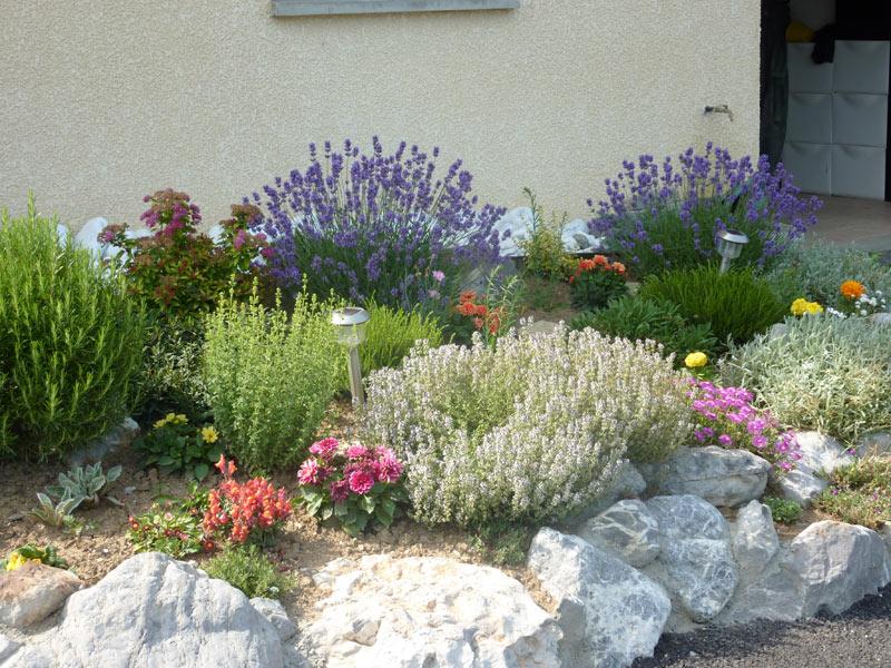Petites cr ations patrick jardinage paysagiste jardinier sur albertville tonte de pelouse - Idee parterre de fleurs ...